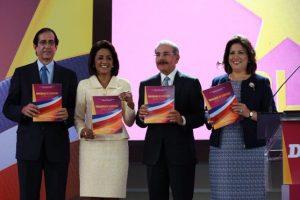 Gustavo Montalvo, Cándida Montilla, Danilo Medina y Margarita Cedeño durante la presentación del programa Foto: @MargaritaRD2016