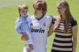 El hijo de Luka Modric también ha asistido a la práctica merengue Foto:Getty