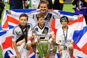 David Beckham con sus hijos Brooklyn, Romeo y Cruz Foto:AFP