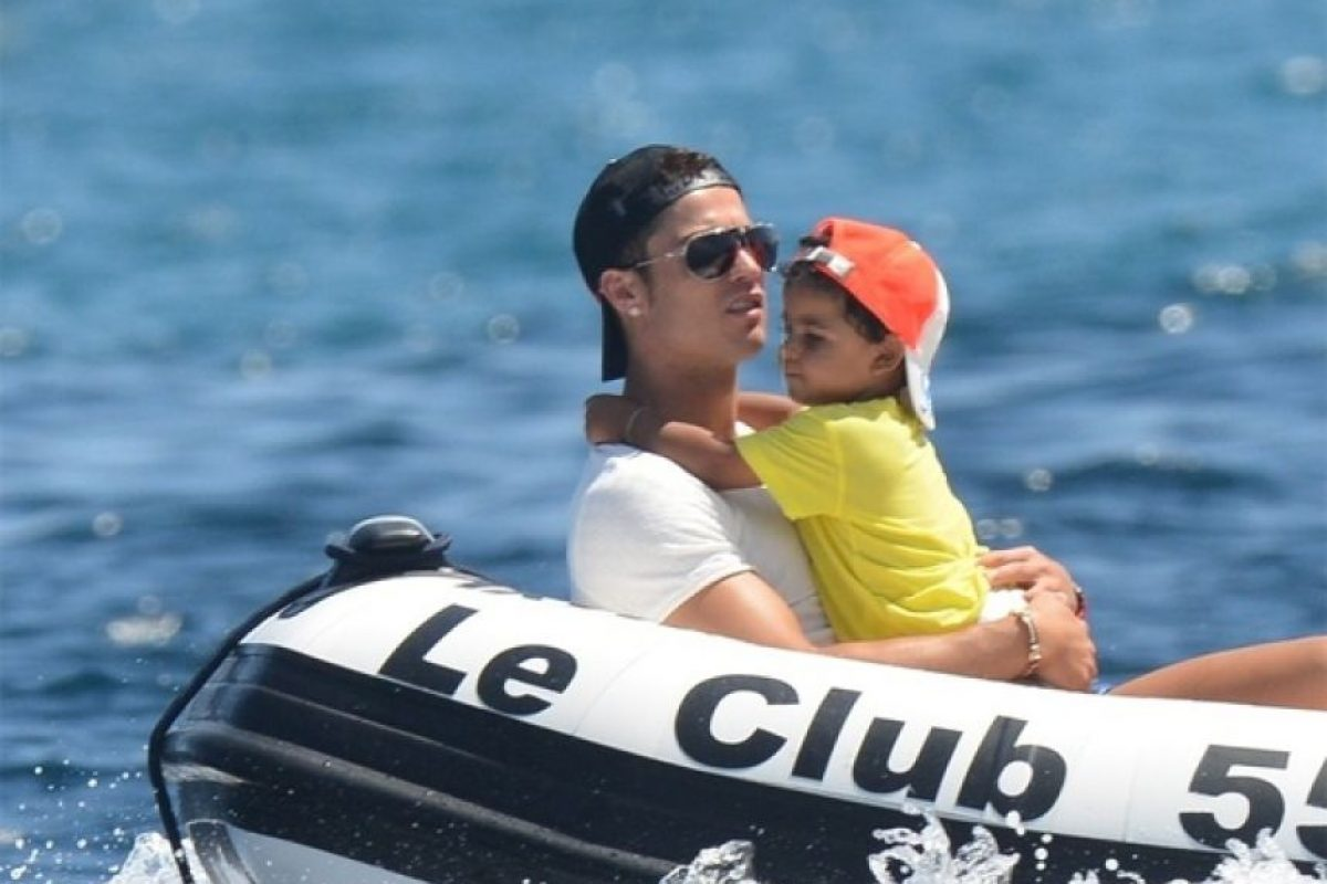Cristiano Ronaldo también postea imágenes al lado de su hijo Cristiano Jr. Foto:Instagram: @cristiano