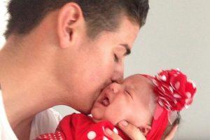 James Rodríguez carga a su pequeña Salomé Foto:Instagram: @jamesrodriguez10