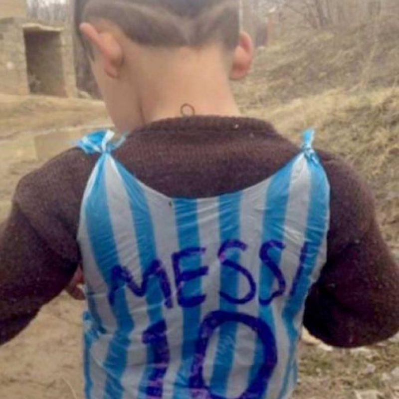 "Se hizo famoso en el mes de enero de este año por posar con la camiseta de ""Leo""… Foto:Twitter"