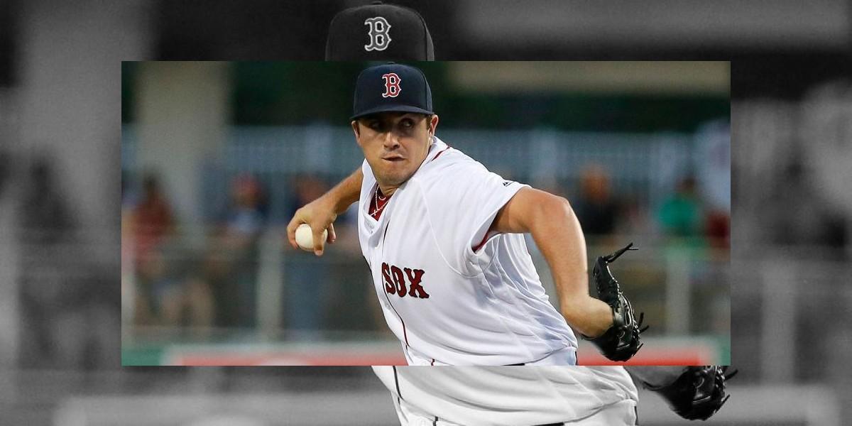 Boston activa al relevista Carson Smith