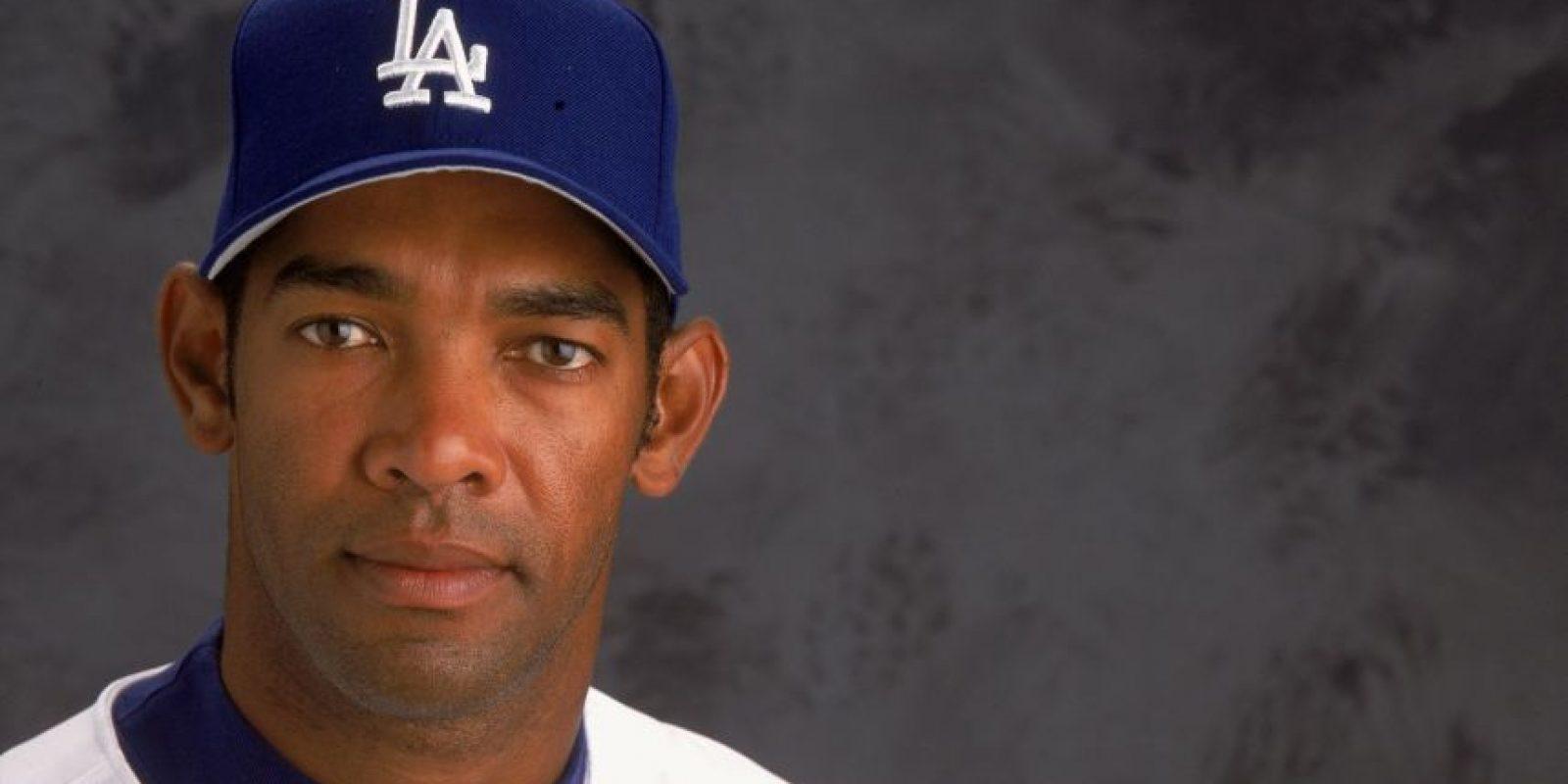 Ramón Martínez (135-88, 3.67). Martínez llegó a 100 victorias el 12 de agosto de 1996, cuando los Dodgers derrotaron 6-5 a los Rojos deCincinnati. El mayor de los Martínez, tiró 7.1 entradas en las que le conectaron cuatro indiscutibles con dos carreras, seis bases por bolas y ocho ponches. Finalizó la temporada con 15-6 y 3.42 de efectividad. Foto:Fuente externa