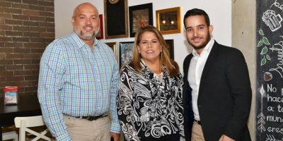 El social media Danny Lantigua, la doctora Victoria de la Cruz y el comunicador Guillermo Vasquez. Foto:Mario de Peña