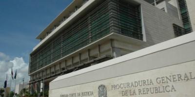 Juez suspendido Constanza dice justicia es subcomité político de los partidos