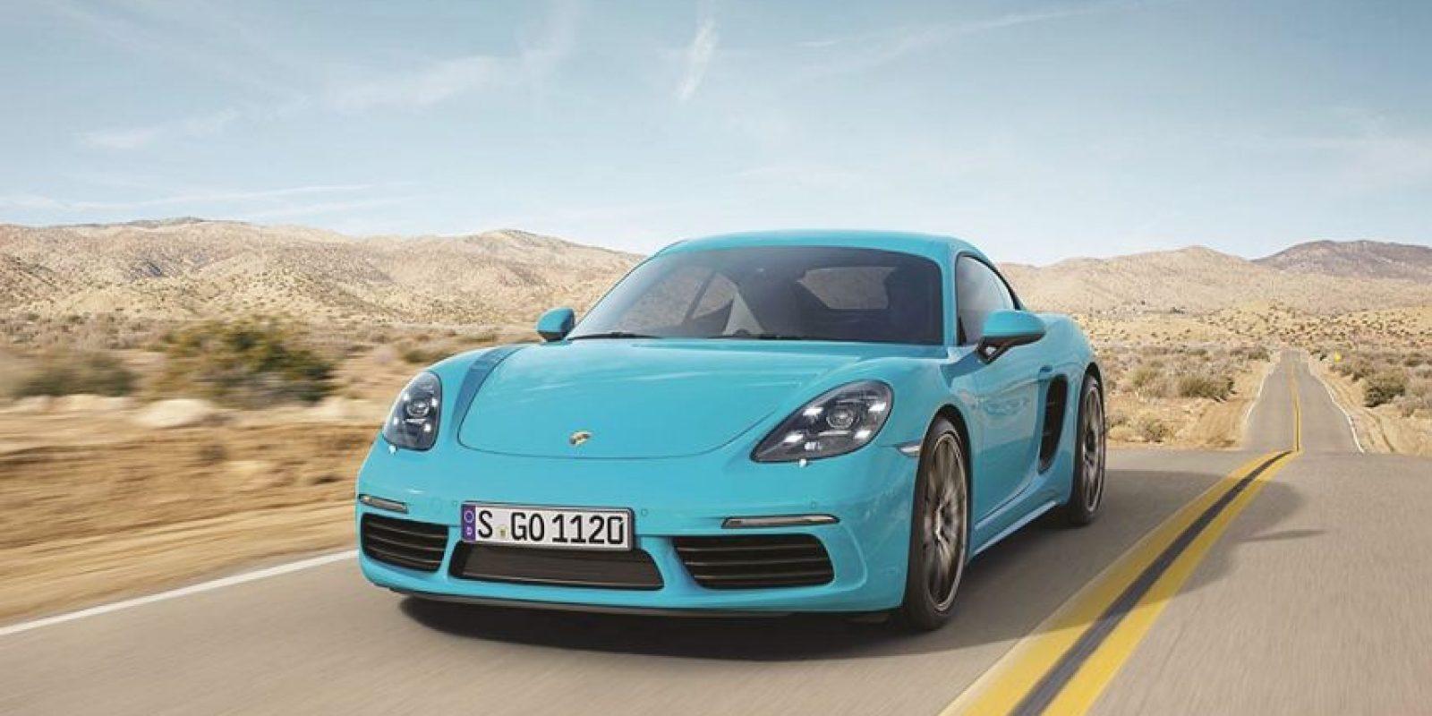 3- Porsche. 718 Cayman. La cuarta generación del coupé deportivo con motor central tiene una apariencia más imponente, atlética y eficiente. El modelo S, con sus 2.5 litros, llega hasta los 350 caballos de fuerza. Foto:Fuente externa