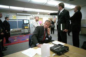 También se ven sus primeras reacciones tras los atentados Foto:George W Bush Presidential Library and Museum