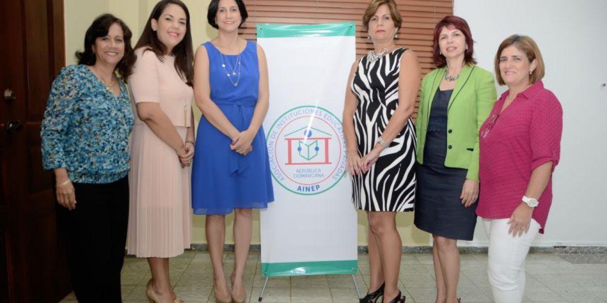 AINEP realiza taller sobre normas de convivencia escolar