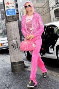 Las sudaderas de terciopelo y todo en un solo tono. Y sobre todo de ese rosa Barbie. Foto:vía Getty Images