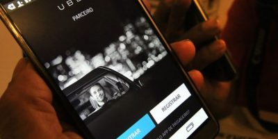 Taxistas de Sao Paulo protestan por aprobación del uso de la aplicación Uber