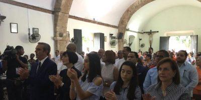 Abinader llama a votar en paz y confía se resuelvan inconvenientes técnicos