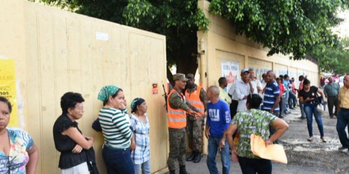 Dificultades para el inicio de votaciones en colegios de Santo Domingo