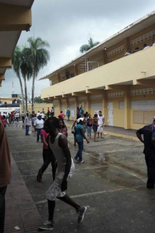 Aglomeramiento de votantes por retrasos en el proceso electoral Foto:Carmelsy Confesor