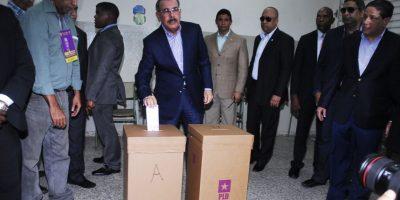¿A qué hora votan las figuras políticas en la capital?