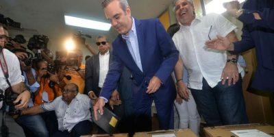 Abinader llama a mantener la paz durante las votaciones