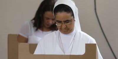 La población dominicana recibió ayer varios elogios de la JCE, de observadores y de políticos, porque acudió en paz y en diversidad, a ejercer el ejercicio democrático. Foto:Roberto Guzmán