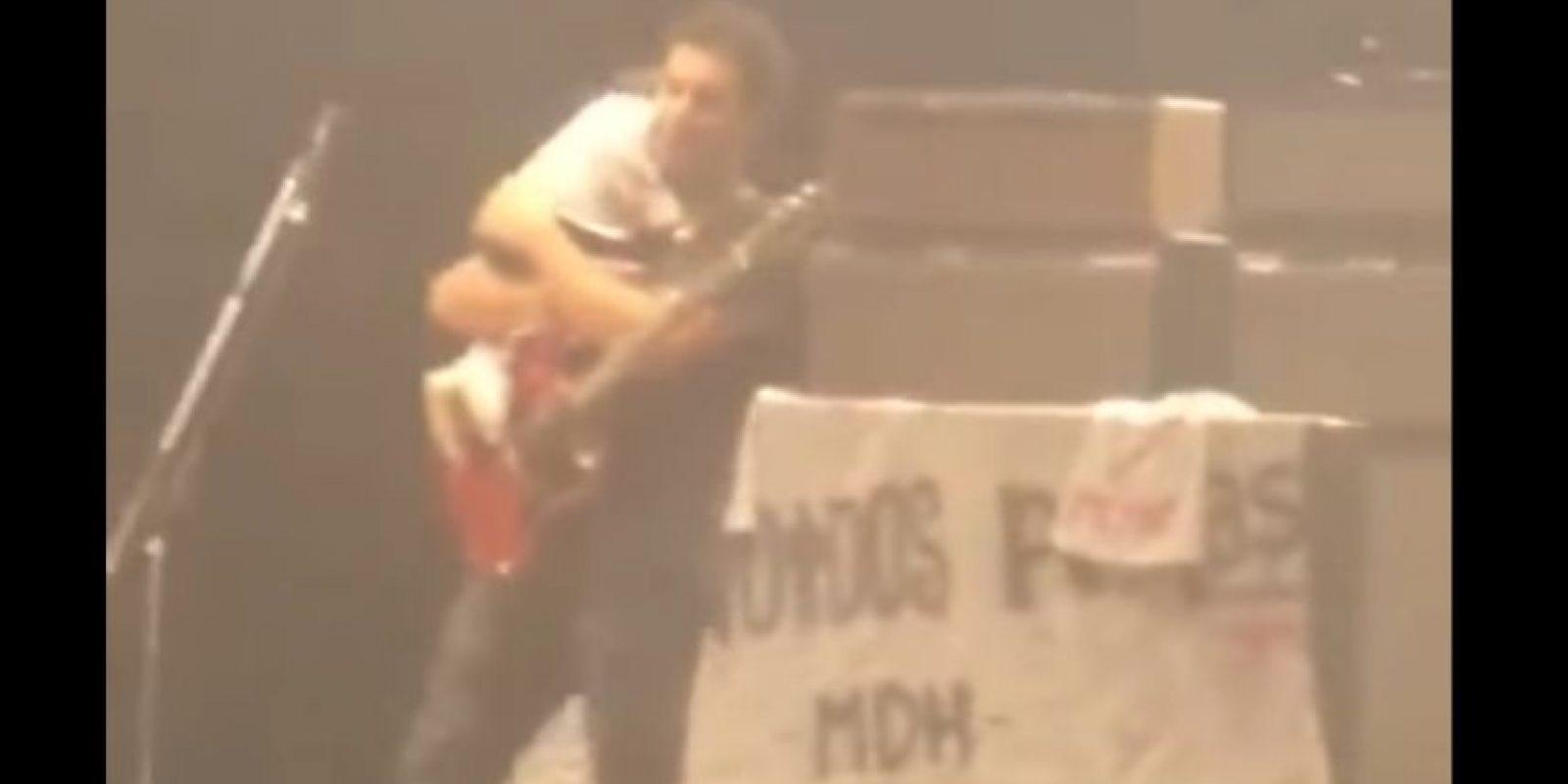 Ricardo Mollo, dejó encerrada a su hija en el auto para disfrutar de concierto. Foto:Vía Youtube