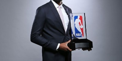 Karl Towns gana histórico Novato del Año en la NBA