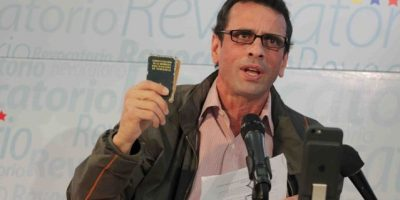 Capriles llama a militares a decidirse por Maduro o la Constitución