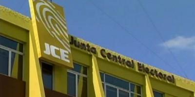 Oposición se manifiesta frente a la JCE en contra de resultados electorales