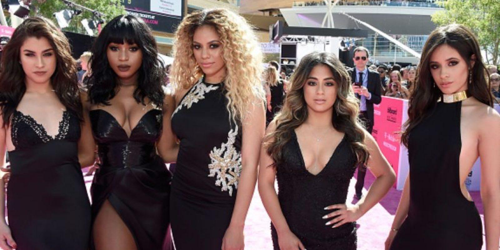 Fifth Harmony, de negro y escote predecible. Foto:vía Getty Images