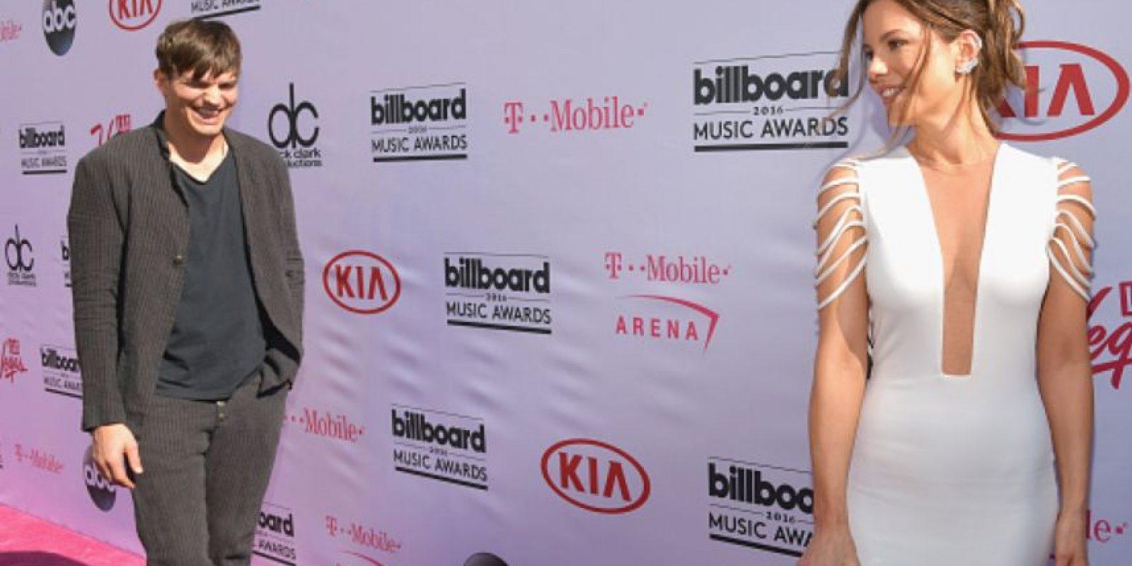 Kate Beckinsale, de blanco sobrio y limpio. Foto:vía Getty Images