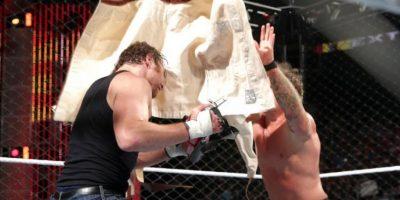 Se propinaron fuerte castigo Foto:WWE