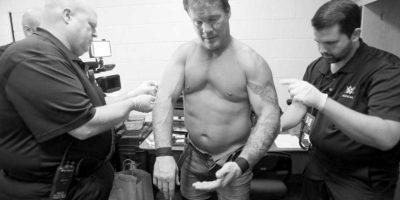 Y el cuerpo médico de la WWE tuvo que sacarle una por una. Foto:WWE