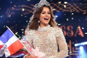 Clarissa Molina feliz y ovacionada al ganar su corona de Miss Belleza Latina VIP. Foto:Fuente externa