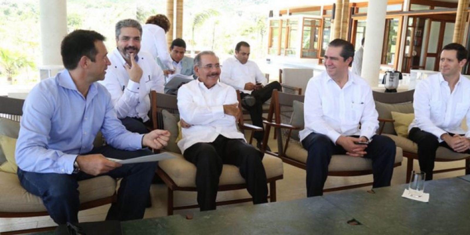 Danilo Medina y los ejecutivos del hotel en Puerto Plata Foto:Fuente Externa