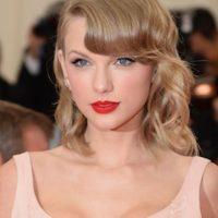 Así lucía Taylor ese escote en ropa deportiva Foto:Getty Images