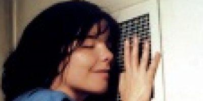 """8- """"Bailando en la oscuridad"""". Este filme danés, que cuenta con la actuación de la cantante Björk, muestra el sacrificio que está dispuesta a correr una madre por su hijo. La protagonista ahorra todo lo que puede para que él no corra su misma suerte: sufrir de una ceguera progresiva. Foto:Fuente externa"""