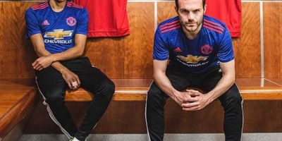 Adidas vestirá de azul al Manchester United para sus encuentros de visitante. Foto:Vía instagram.com/adidasfootball