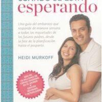 1- Qué esperar cuando se está esperando. Este libro de Heidi Murkoff es obligatorio para las mamás primerizas, pues es una guía que te orienta sobre los temas del embarazo, incluso desde que empiezas a planear un bebé hasta el postparto. Foto:Fuente externa