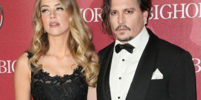 Amber Heard rompe en llanto tras salir de tribunal