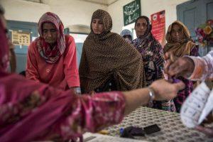 Con el paso del tiempo, algunos hombres paquistaníes han comprendido la importancia de la educación en las mujeres, así como la importancia de su trabajo. Foto:Getty Images