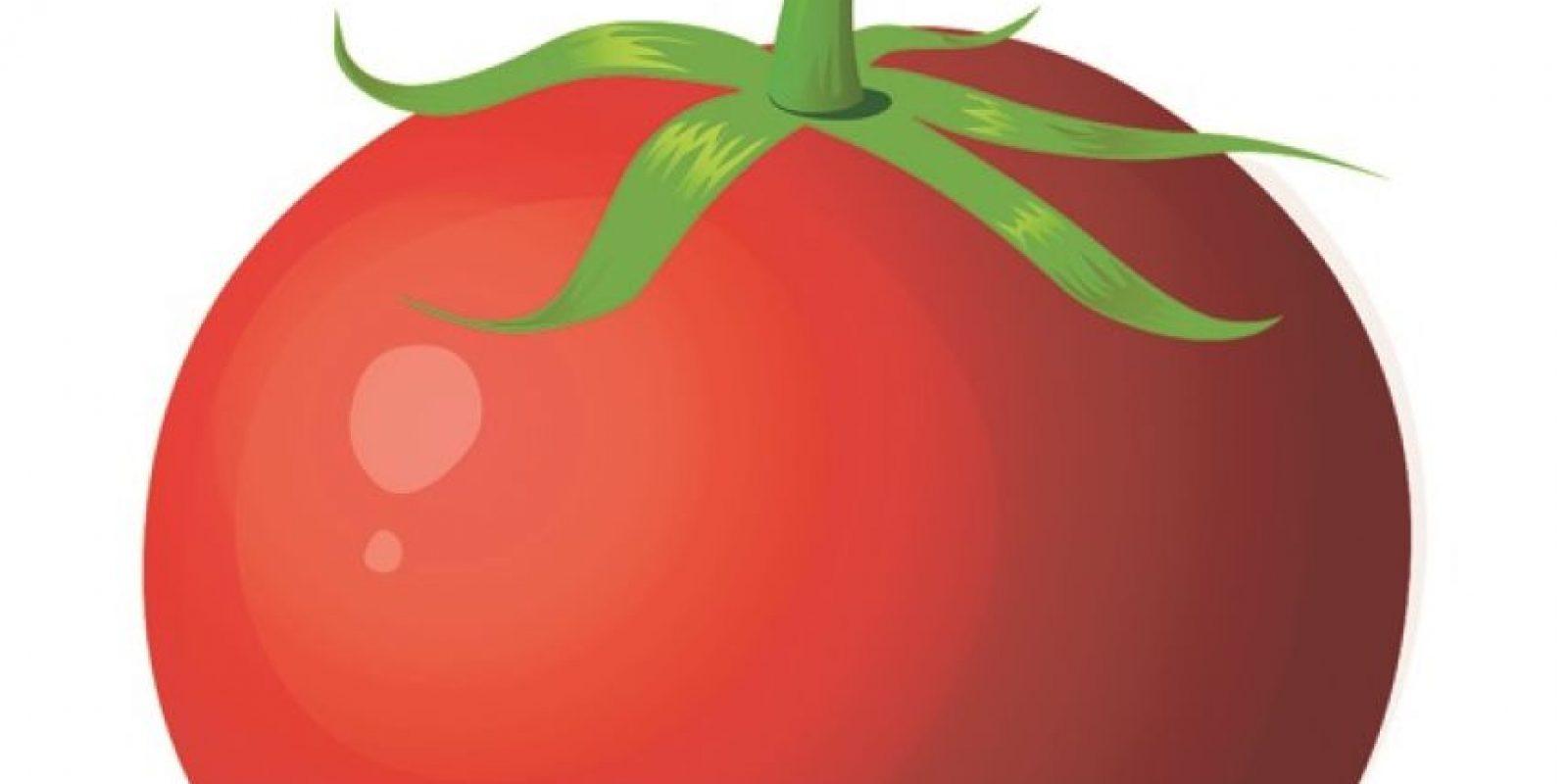 3-Frutas y Verduras crudas. Las frutas y verduras que contienen mucha agua se convertirán en hielo en el congelador y no se descongelarán bien. En vez de eso, se pondrán blanditas y pastosas.