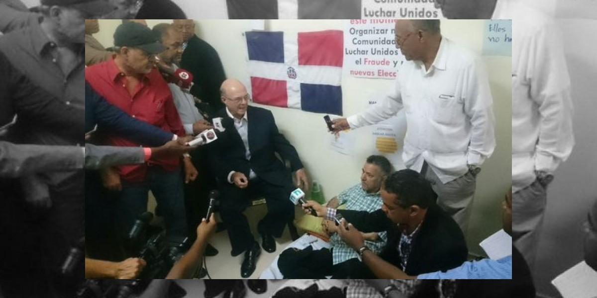 Hipólito se solidariza con candidatos en huelga y pide renovación en la JCE