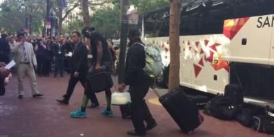 VIDEO: LeBron James es abucheado por fans de los Warriors