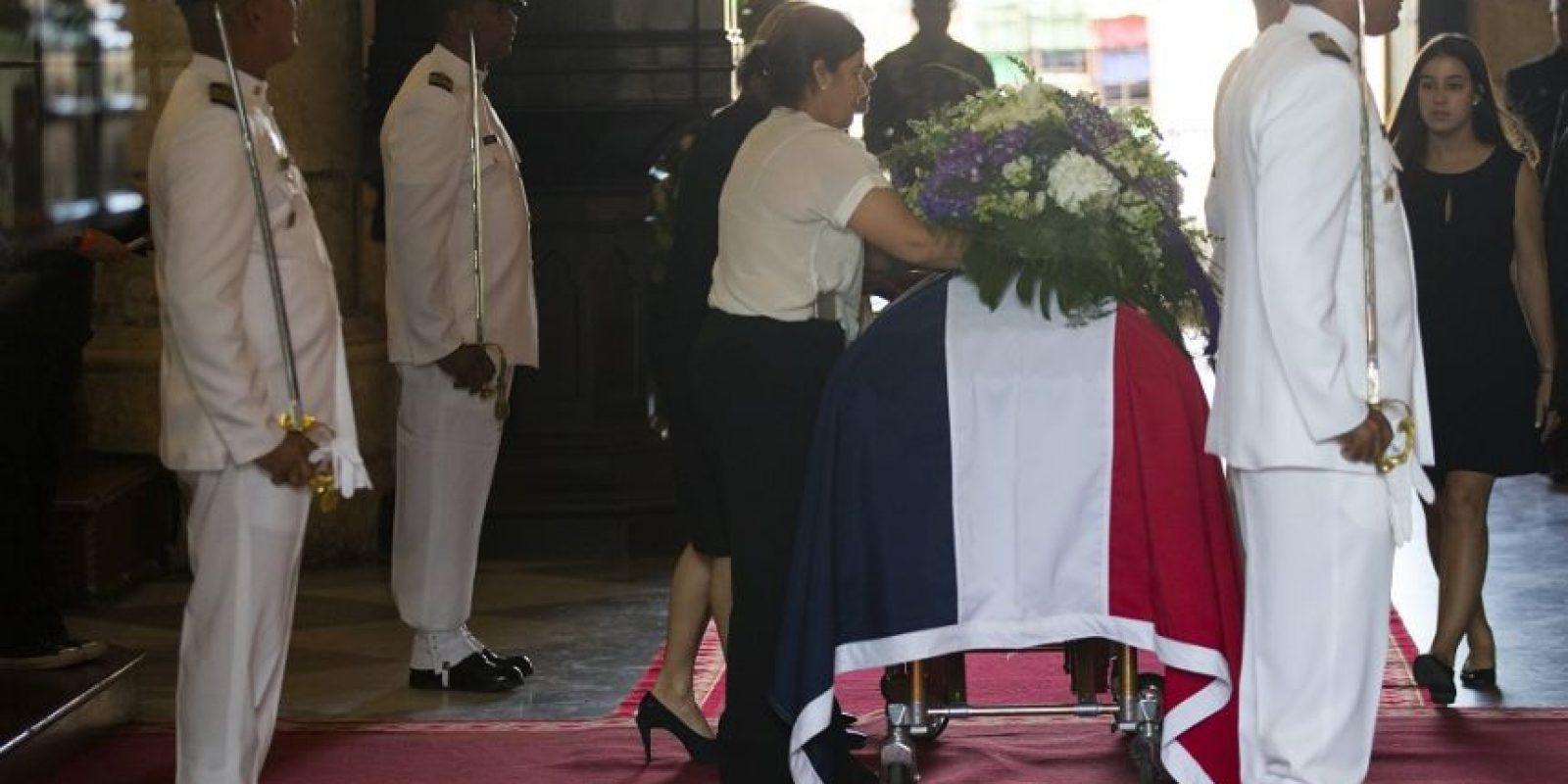 La bandera nacional debe ondear a media asta desde hoy hasta el 3 de este mes. Foto:EFE