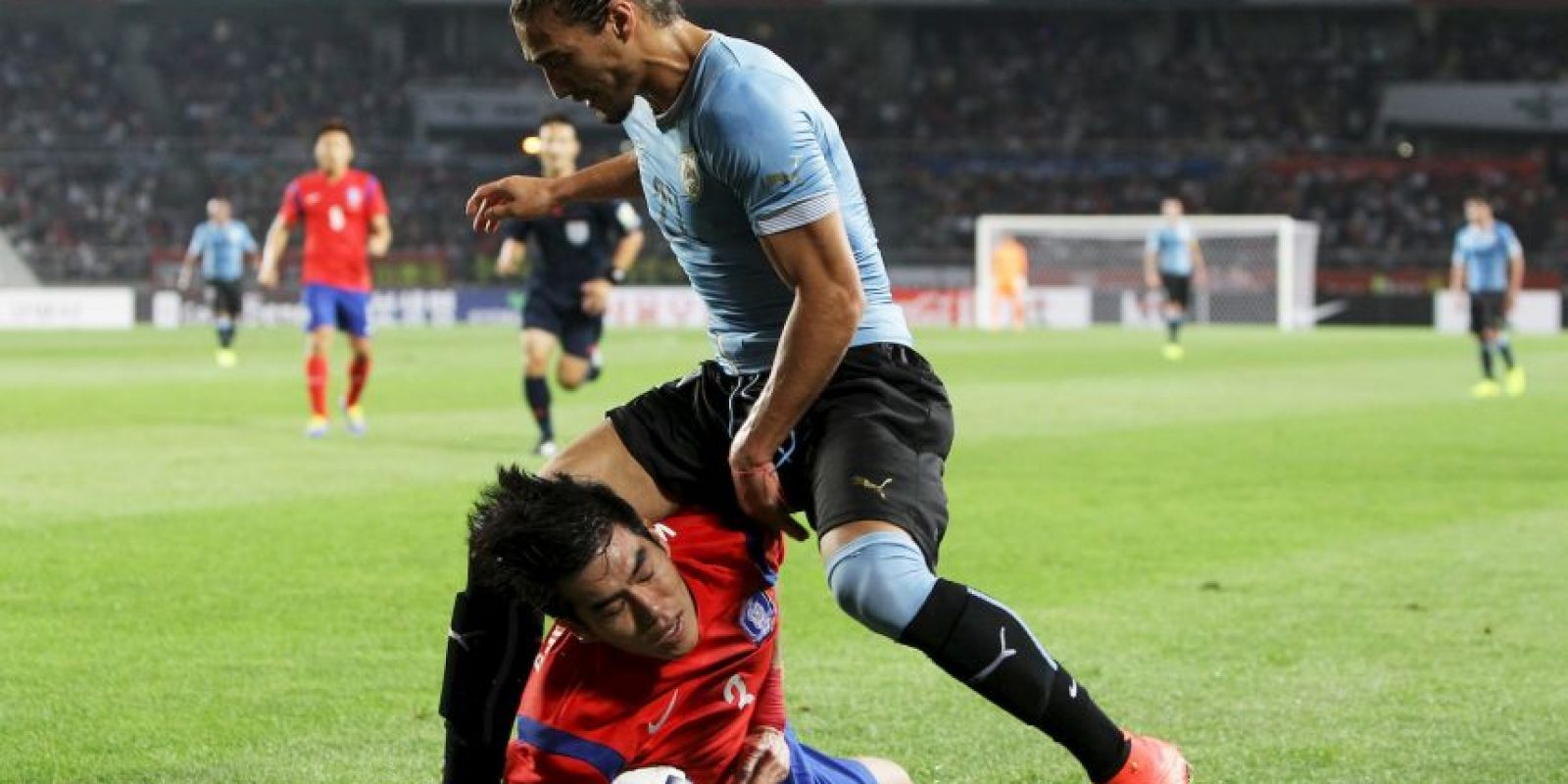 El lateral sufrió una lesión en el tendón de Aquiles en febrero de este año y sigue en periodo de recuperación, por lo que será una sensible para el Maestro Tabárez de cara a la Copa América Centenario.