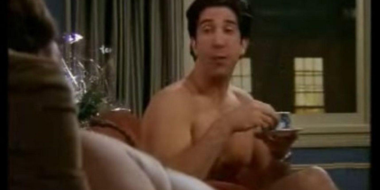Descubren quién es el misterioso hombre desnudo Foto:Warner Chanel