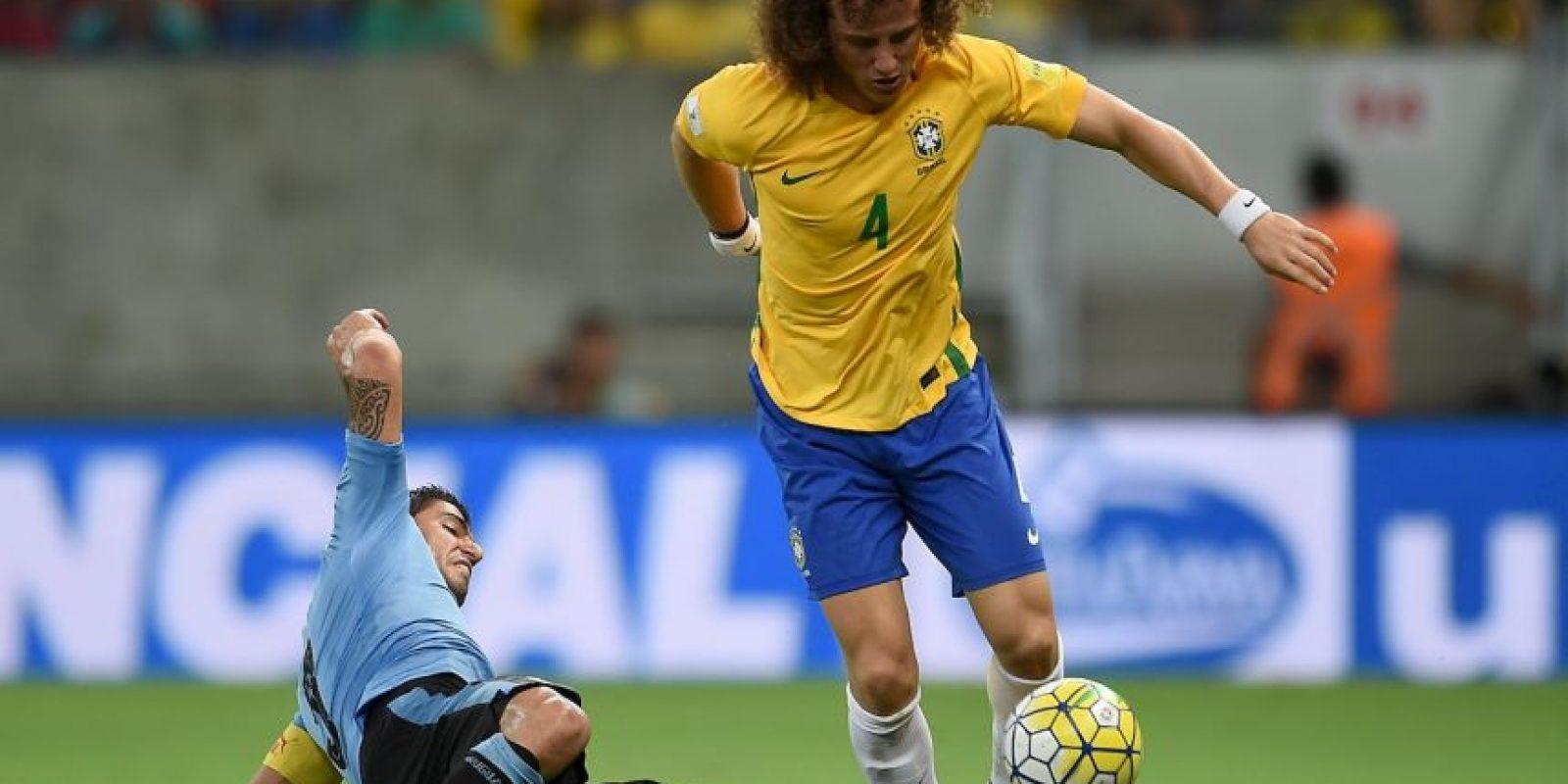 Otro de los que ha sido cuestionado por su liderazgo en la defensa y sus actuaciones. A diferencia de Thiago Silva, el también defensor del PSG si se ganó un cupo en las Clasificatorias, pero para la Copa América Centenario quedó fuera de la lista de Dunga Foto:Getty Images