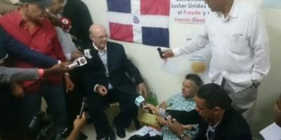 Hipólito Mejía se solidariza con candidatos en huelga de hambre