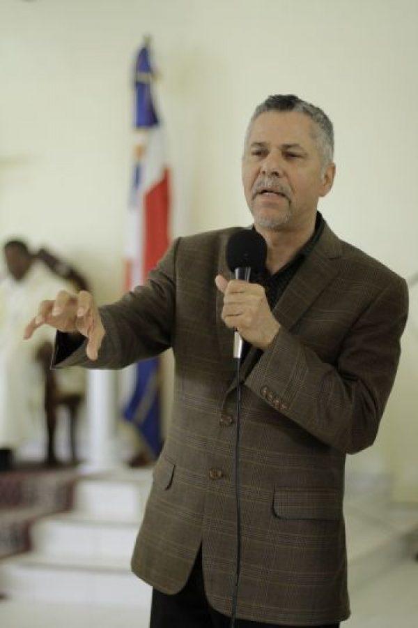 """Manuel Jiménez. De compositor a diputado de la provincia Santo Domingo por el Partido de la Liberación Dominicana (PLD). Disgustado, pasó a ser candidato a la alcaldía de Santo Domingo Este por el partido Frente Amplio. No logró llegar a este puesto, luego de destacarse como diputado por dos períodos consecutivos (2002-2006 y 2006-2010). Jiménez llega hoy a su séptimo día en huelga de hambre por nuevas elecciones en Santo Domingo Este, en la parroquia San Francisco Asís """"Paz y Bien"""", según afirma, con el objetivo de que """"la democracia del país no muera"""". Foto:Fuente externa"""