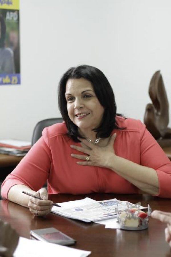 """Minou Tavárez Mirabal. Luego de tres períodos como diputada en el Congreso Nacional, Minou Tavárez enfocó sus ojos en la Presidencia de La República. Ahora esta exintegrante del Comité Central del Partido de la Liberación Dominicana (PLD) ya no es diputada, tampoco presidenta, como esperaba. En la contienda electoral del pasado 15 de mayo, Tavárez Mirabal, quien representó al partido Alianza por la Democracia (APD), obtuvo un 0.34% de los votos, una de las cifras más bajas entre los ocho aspirantes a la Presidencia. Esta dirigente política asegura que hubo """"serias irregularidades"""" en los pasados comicios. Foto:Fuente externa"""