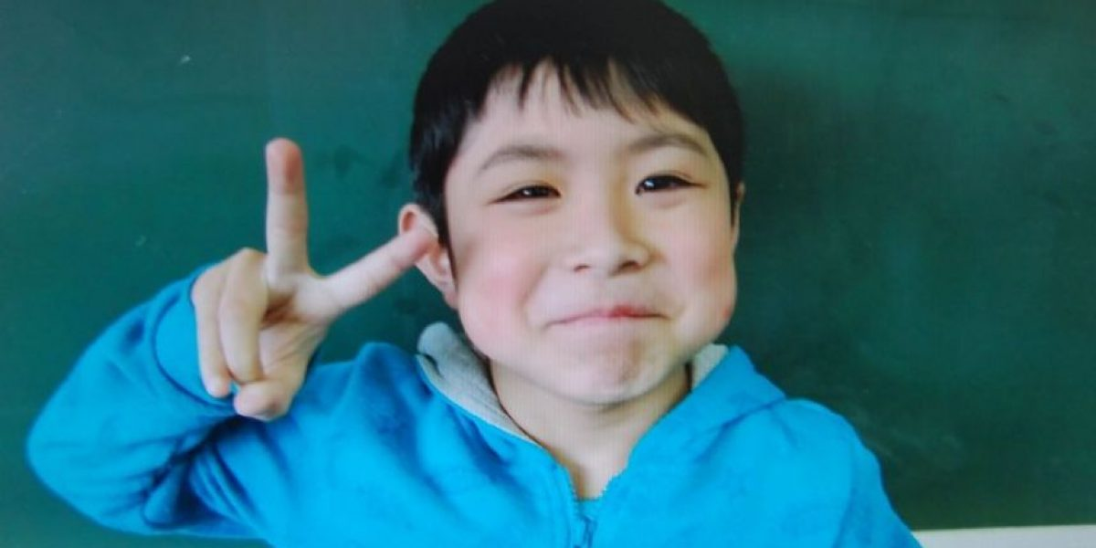¿Qué hizo el niño japonés para sobrevivir 6 días en un bosque?