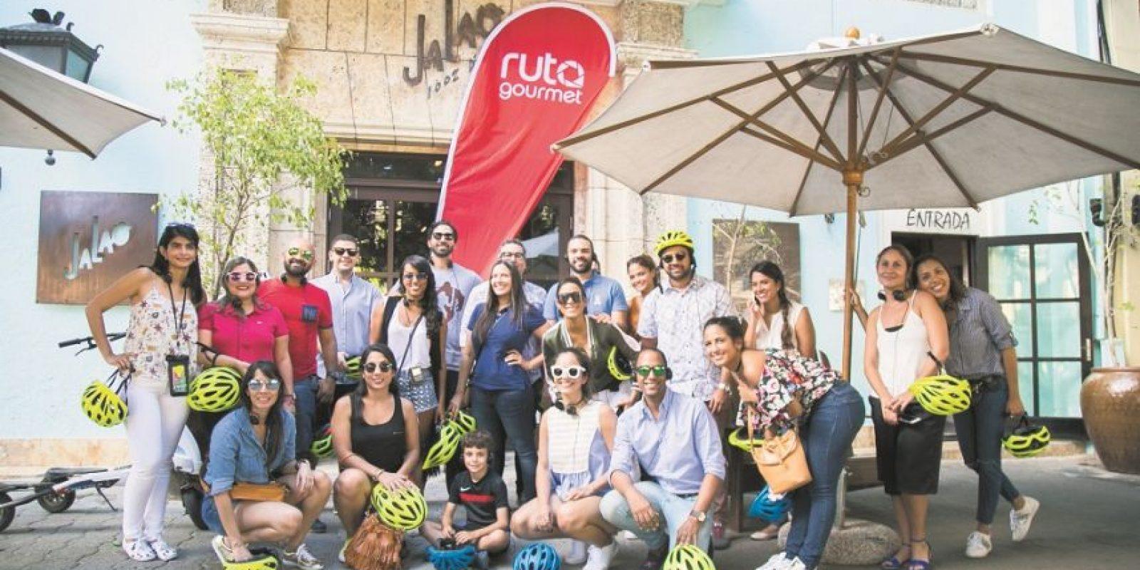 El grupo completo frente al restaurante Jalao. Foto:Fuente Externa