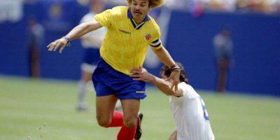 El 'Pibe' es uno de los grandes ídolos del fútbol colombiano, pero no pudo consolidar eso en títulos con la selección y su máximo logro con la amarilla de los cafetaleros fue ser elegido mejor jugador de la Copa América 1987, donde salieron terceros. Luego participó en las ediciones de 1989, 1991, 1993 y 1995, pero nunca alzó el trofeo. Foto:Getty Images